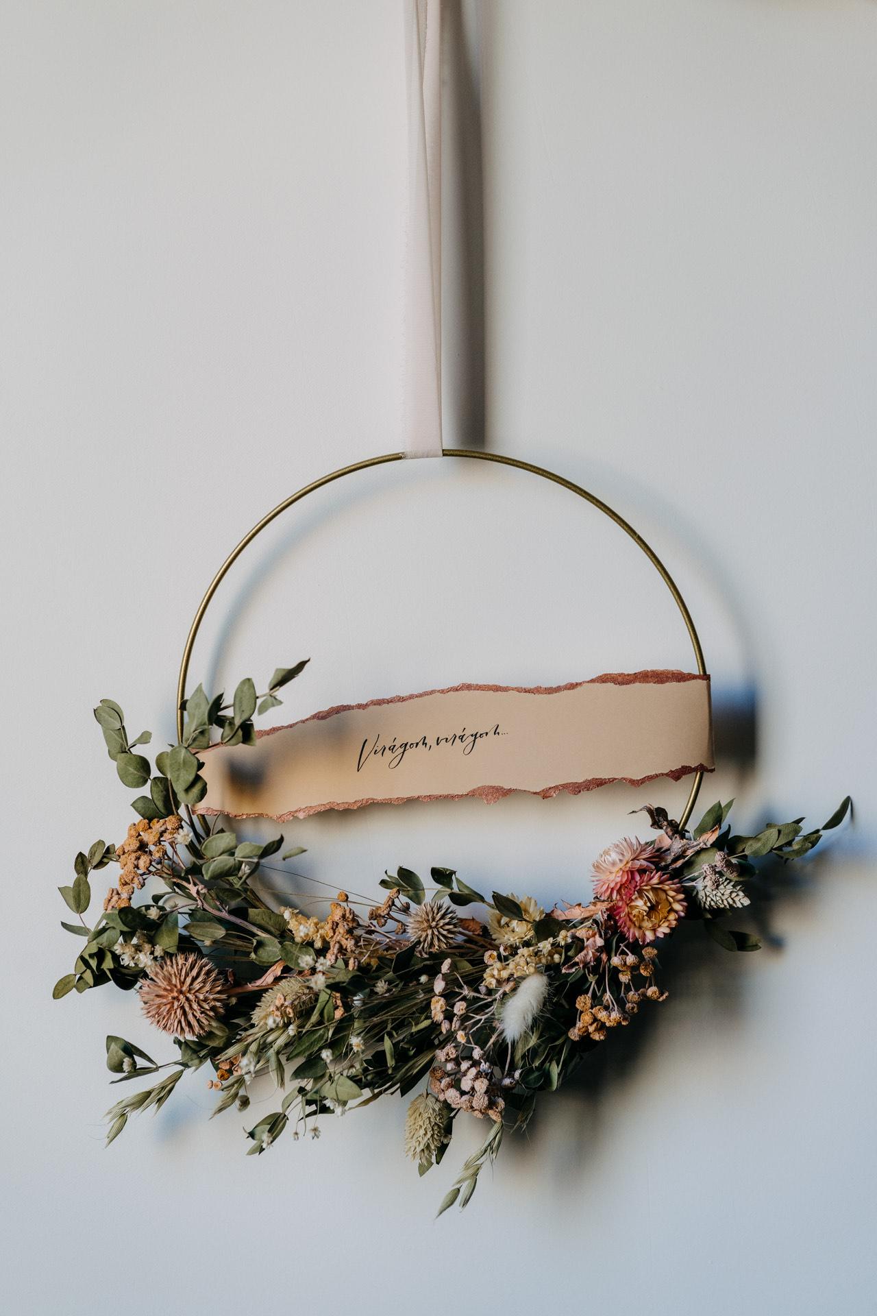 fém karika ajtodisz szarazvirag virag egyedi felirat dekor lakasdekor